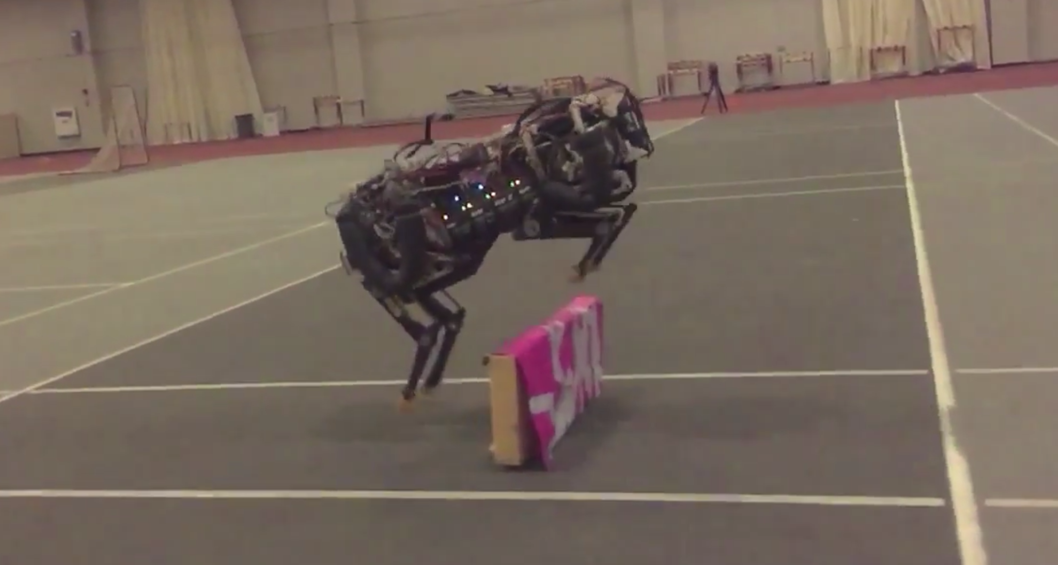 This machine can run and jump over obstacles simultaneously.
