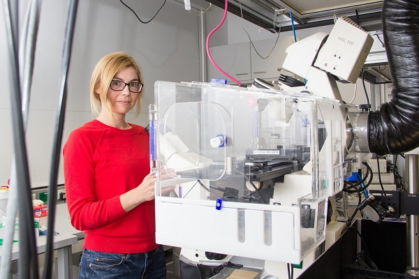 Eva Sevcsik in the bio lab.