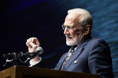 Buzz Aldrin speaks of Mars colonization during his presentation of