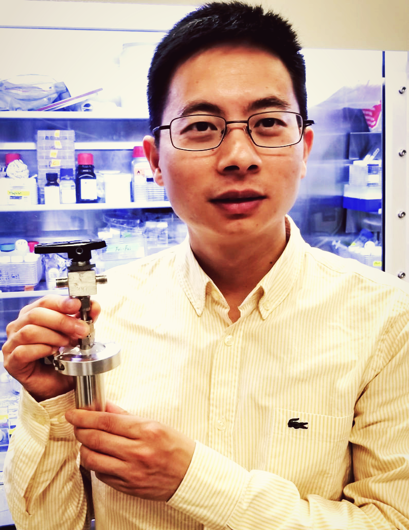 Wei Chen with battery prototype, credit: Jinwei Xu
