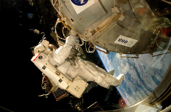An astronaut affixes the EXPOSE-E platform to the ISS.