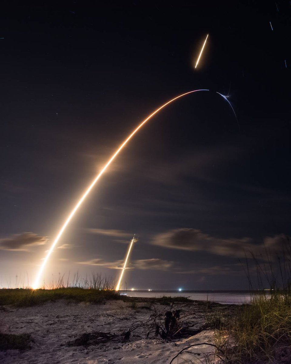 A time-lapse image showing the failed separation of SpaceX's Zuma mission.