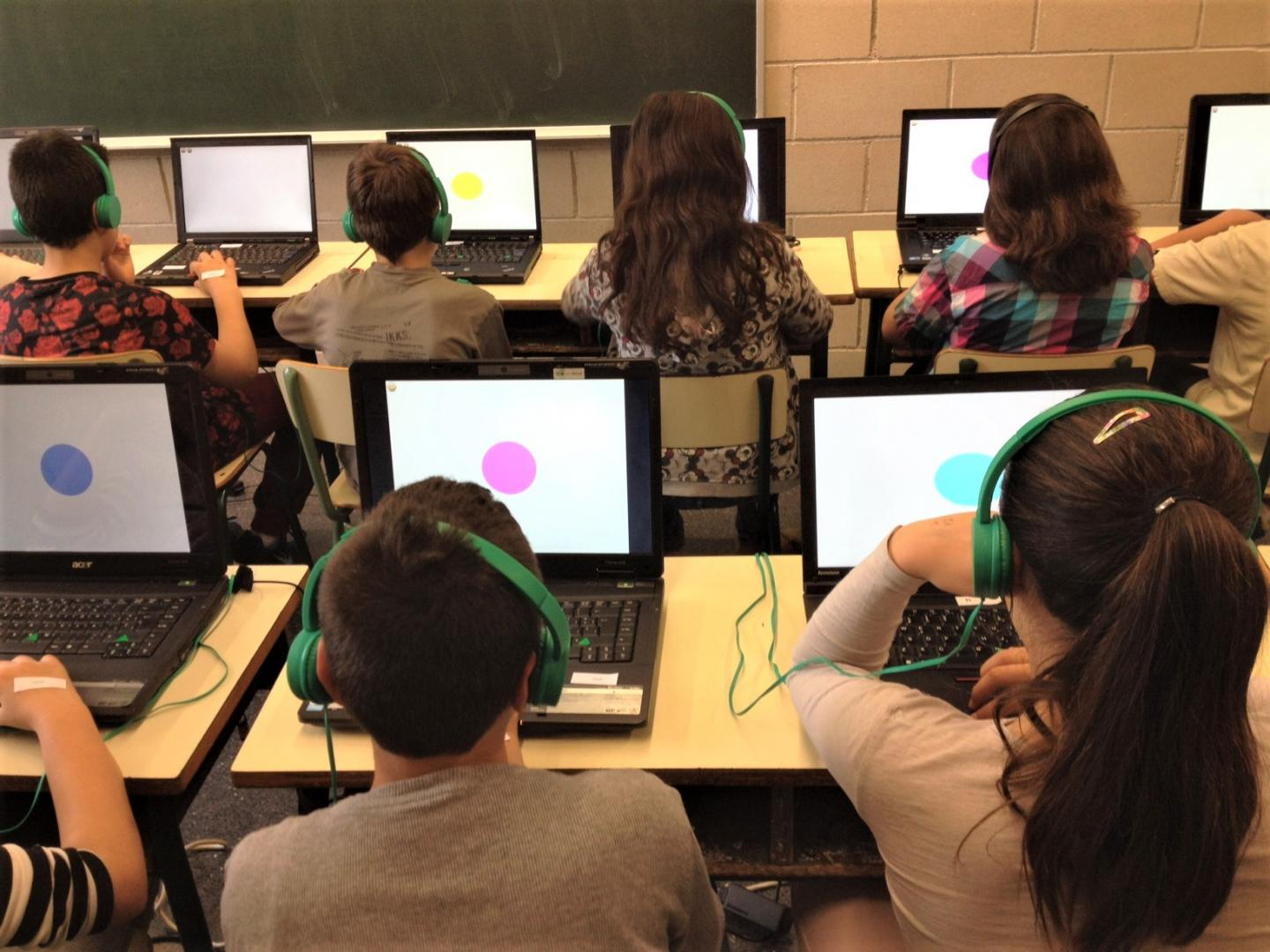 Participants at the BREATHE project in Barcelona (Spain) take computerised tests / Credit: Barcelona Institute for Global Health (ISGlobal)