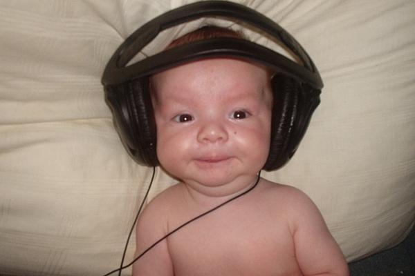 Playing music helps the brain develop speech