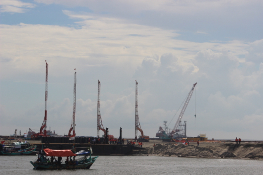 Construction taking place on Islet G. Development was halted earlier this year, but a recent court ruling may have cleared the way for continued work on the land reclamation project. Photo by Sapariah Saturi.