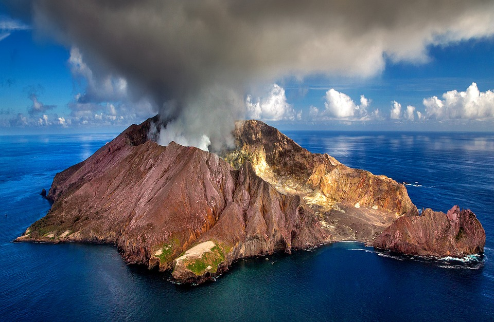 Using a 2,600 foot core from Bermuda, scientists discover a new way volcanoes are forming. Photo: Pixabay