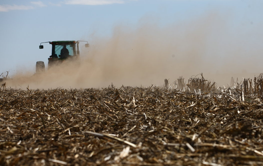 Near Garden City, Kan., the High Plains Aquifer is giving out. Photo: Matthew Staver for The New York Times