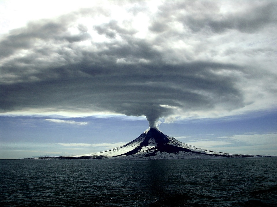Volcanic eruptions spew ash into the atmosphere, affecting surface temperatures. Photo: Pixabay